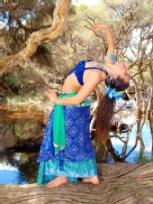 "Yamina ""Soreya"" - Balancing on a log"