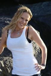 Brandy Michelle - Mission Beach 2/09
