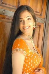 Shilpa - HeadShot_Orange 1