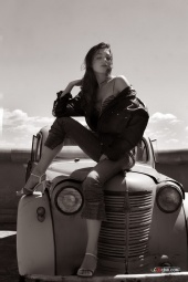 Lubchik - Katerina Lubchik on the old car